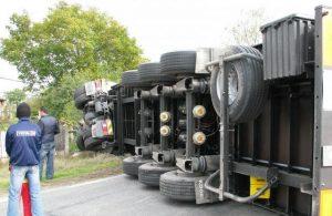 camion rasturnat, stiri, bacau, news